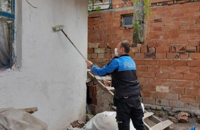 POLİS MEMURUNDAN ÖRNEK DAVRANIŞ