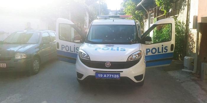 POLİS ARACINA SALDIRI
