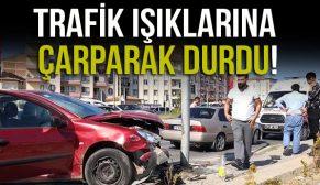 TRAFİK IŞIKLARINA ÇARPARAK DURDU!